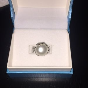 Jewelry - Fresh water pearl and diamond silver ring size 5